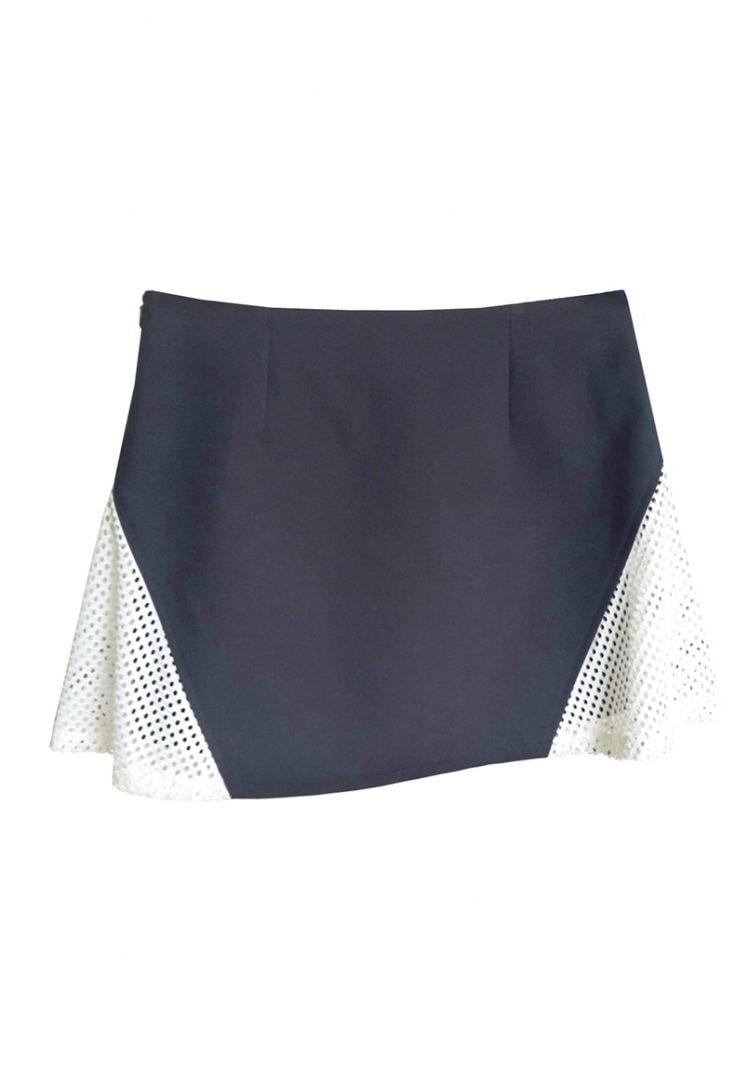 jupe marine et blanche vue dos